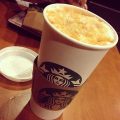 Photo taken at Starbucks by Kechie P. on 2/20/2013