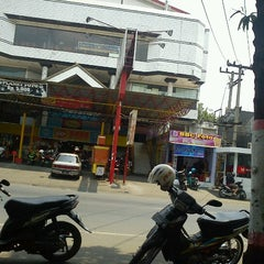 Photo taken at Saba Swalayan by Vindra N. on 9/29/2012