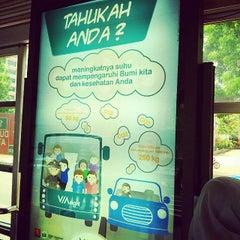 Photo taken at Halte TransJakarta Dukuh Atas 2 by reichen y. on 11/18/2014