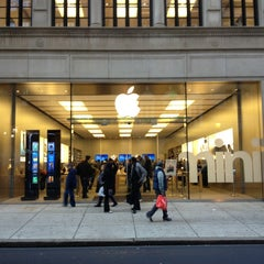 Photo taken at Apple Store, Walnut Street by Chih-Han C. on 11/16/2012