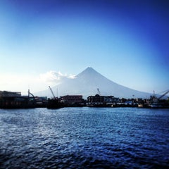 Photo taken at Embarcadero de Legazpi by Gilbz A. on 3/16/2013