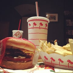 Photo taken at In-N-Out Burger by David R. on 11/26/2012