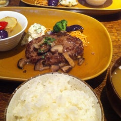 Photo taken at 俺のハンバーグ 山本 恵比寿本店 by capivara on 8/20/2013