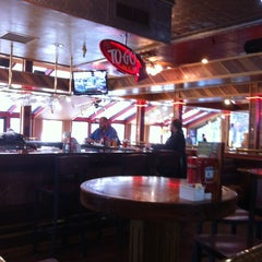Photo taken at Red Robin Gourmet Burgers by Lee G. on 1/3/2013