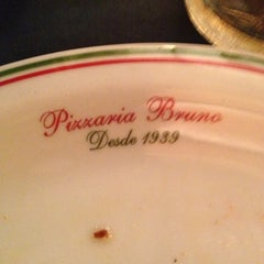 Photo taken at Pizzaria Bruno by Gustavo Cézar B. on 11/16/2012