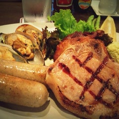 Photo taken at Chokchai Steakhouse (โชคชัยสเต็คเฮาส์) by Narumon B. on 10/2/2012