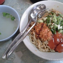 Photo taken at Bakmi Golek by Dhinie P. on 2/16/2013