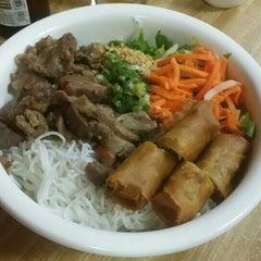 Photo taken at Good Noodle Restaurant by nobu666 on 10/25/2015