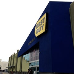 Photo taken at Best Buy by Ivan D. on 3/20/2013