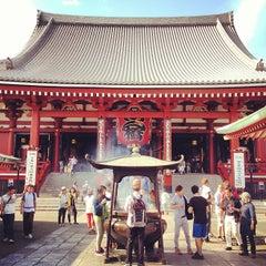 Photo taken at 浅草寺 (Sensō-ji Temple) by Maiki M. on 7/19/2013