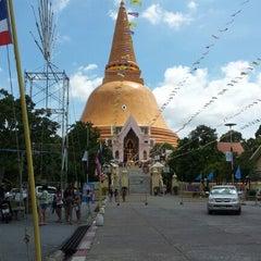 Photo taken at วัดพระปฐมเจดีย์ฯ (Wat Phra Pathom Chedi) by Preecha J. on 9/23/2012