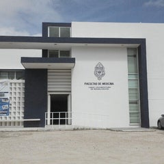 Photo taken at Unidad Universitaria de Rehabilitacion by Benjamin Alejandro T. on 5/31/2013