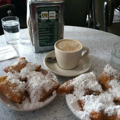 Photo taken at Café du Monde by Eric P. on 7/4/2013