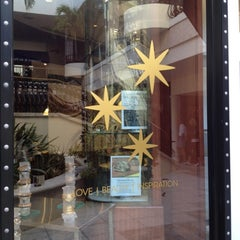 Photo taken at ALEX AND ANI Palm Beach by Tami S. on 11/19/2012