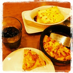Photo taken at Pizza Hut by Johnson Q. on 7/20/2014