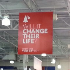 Photo taken at Best Buy by Roo D. on 11/29/2012