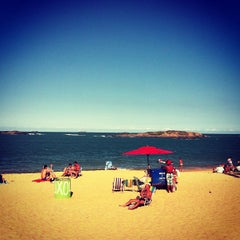 Photo taken at Praia da Costa by Vivi M. on 7/27/2013
