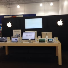 Photo taken at Best Buy by JRCX . on 9/30/2013