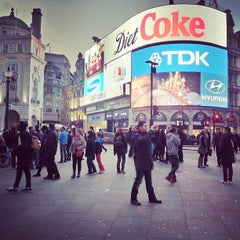 Photo taken at Piccadilly Circus by Davide O. on 6/18/2013