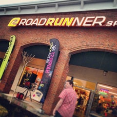 Photo taken at Road Runner Sports - Buckhead by shawn e. on 4/3/2013