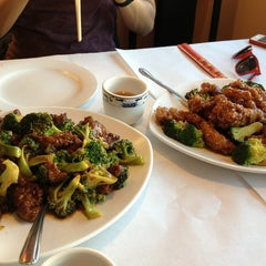 Photo taken at Zoe's Gourmet Chinese Cuisine by Q L. on 2/10/2013
