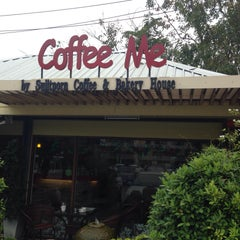 Photo taken at Coffee Me by Sujitporn Coffee & Bakery House by สันติธร ย. on 2/21/2015