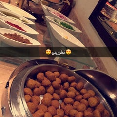 Photo taken at Mövenpick Hotel & Residences Hajar Tower Makkah by Salman on 11/16/2015