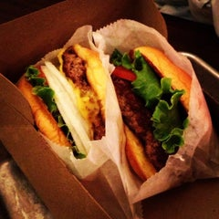 Photo taken at Shake Shack by Metin H. on 10/27/2012