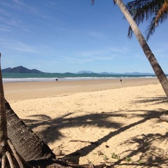 Photo taken at Castaways Resort Mission Beach by Leo D. on 7/13/2015