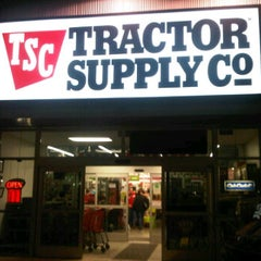 Photo taken at Tractor Supply Co. by K C. on 12/23/2012