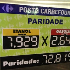 Photo taken at Posto Carrefour by Fernando A. on 12/24/2012