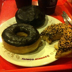 Photo taken at Dunkin' Donuts by Hendra K. on 6/13/2015