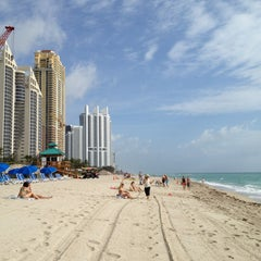 Photo taken at DoubleTree by Hilton Ocean Point Resort & Spa - North Miami Beach by Charles L. on 4/1/2013