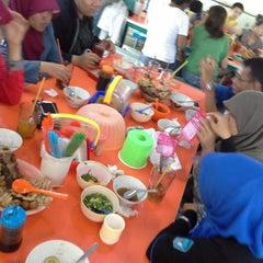 Photo taken at Soto Neon, Brumbungan,Semarang by Widi Y. on 8/17/2013