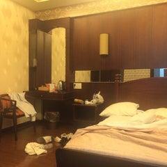Photo taken at Phương Đông Hotel by Hà Vũ .. on 5/6/2014