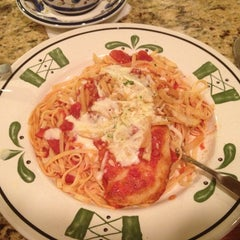 Photo taken at Olive Garden by Tina T. on 1/25/2013