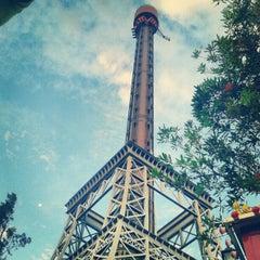 Photo taken at La Tour Eiffel by Douglas Ribeiro on 12/23/2012