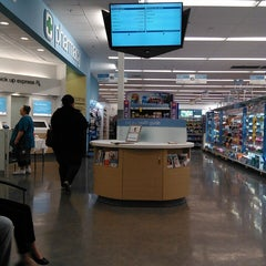 Photo taken at Walgreens by Jyeza 🎑 S. on 1/14/2014