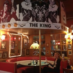 Photo taken at Fuddruckers by Esther O. on 8/24/2013