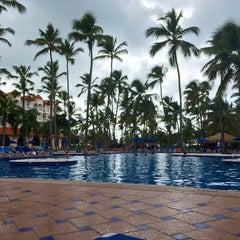 Photo taken at Barcelo Premium Pool by Edgar H. on 8/25/2015