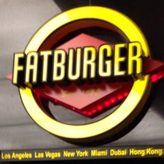Photo taken at Fat Burger by Mezoo Q. on 11/5/2014