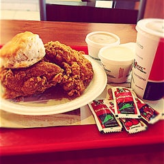 Photo taken at KFC by Aharon E. on 7/20/2014