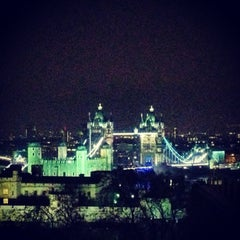 Photo taken at DoubleTree by Hilton Hotel London - Tower of London by Ana E. on 1/12/2013
