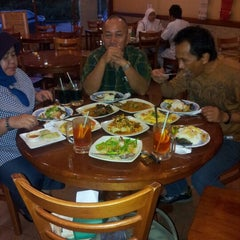 Photo taken at Sweet Lemongrass Restaurant Pandan by Azean M. on 9/28/2012