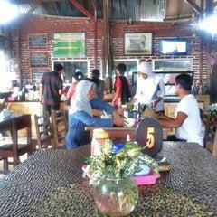 Photo taken at Bakso Kuto Wong Malang Cak To by Bayu S. on 1/1/2013