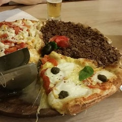 Photo taken at Formaggio Pizzaria by Jhonny B. on 11/30/2014