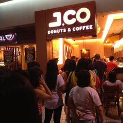 Photo taken at J.CO Donuts & Coffee by Kennard F. on 10/14/2012