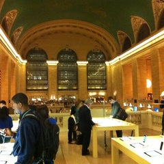 Photo taken at Apple Store, Grand Central by Damien D. on 10/12/2012