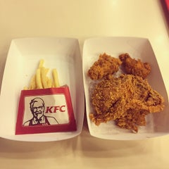 Photo taken at KFC (เคเอฟซี) by Methinee M. on 6/26/2015