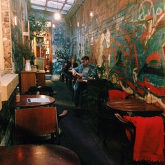 Photo taken at Sappho Books, Cafe & Wine Bar by Miw B. on 9/20/2015